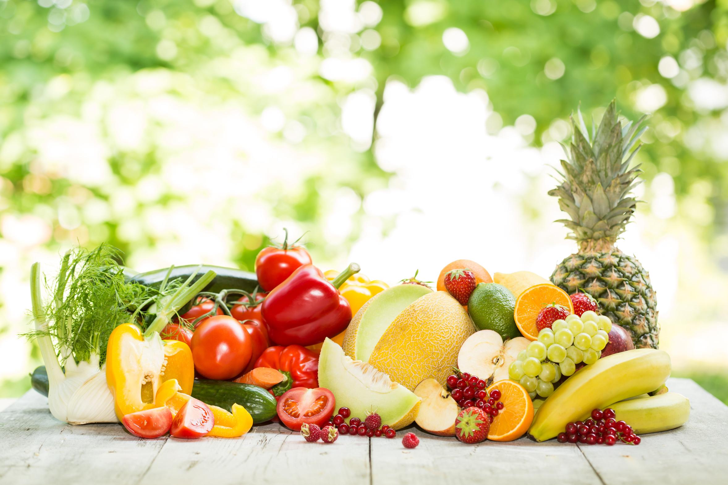 nella pancia: frutta e verdura freschi